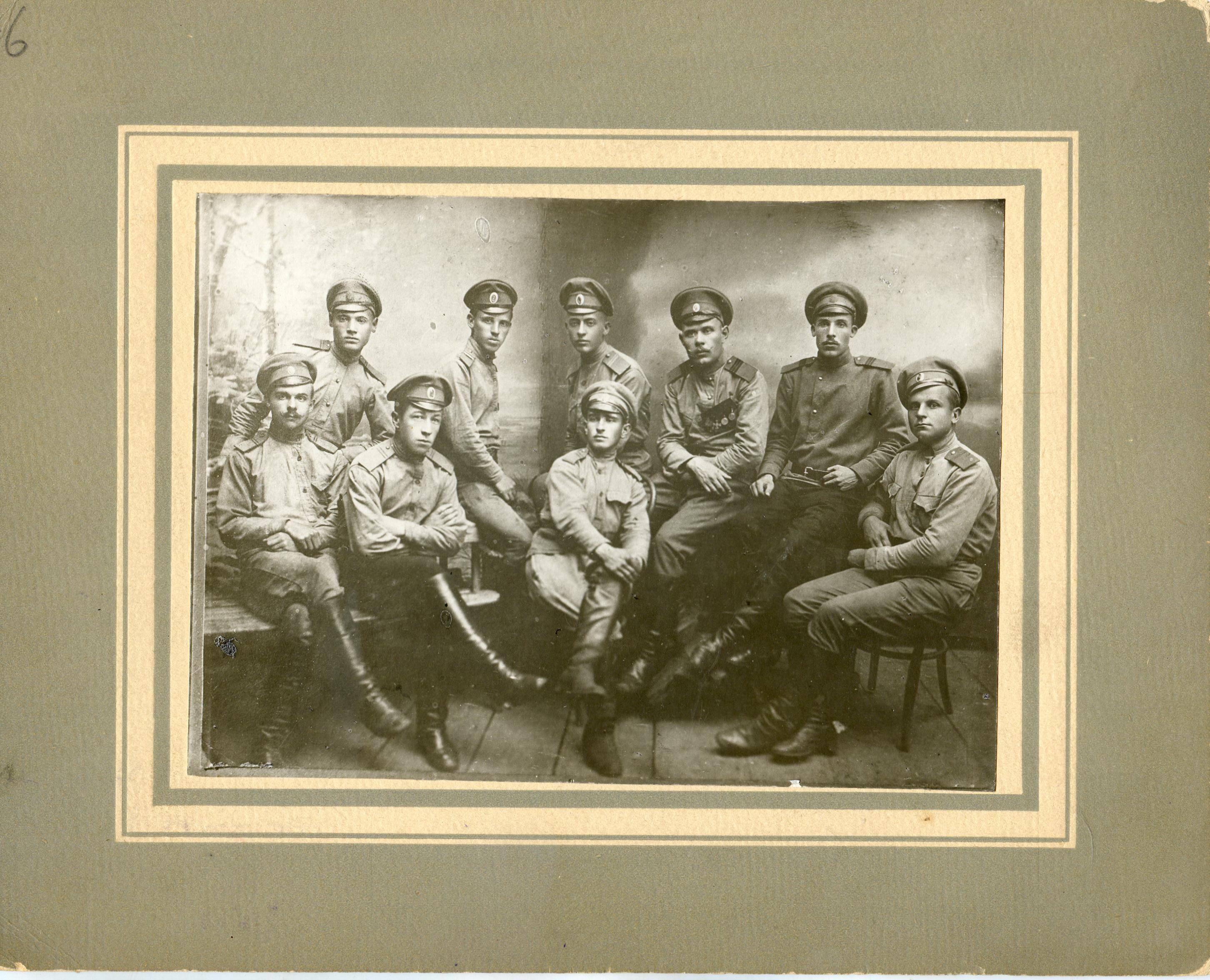 1915. Группа военнослужащих