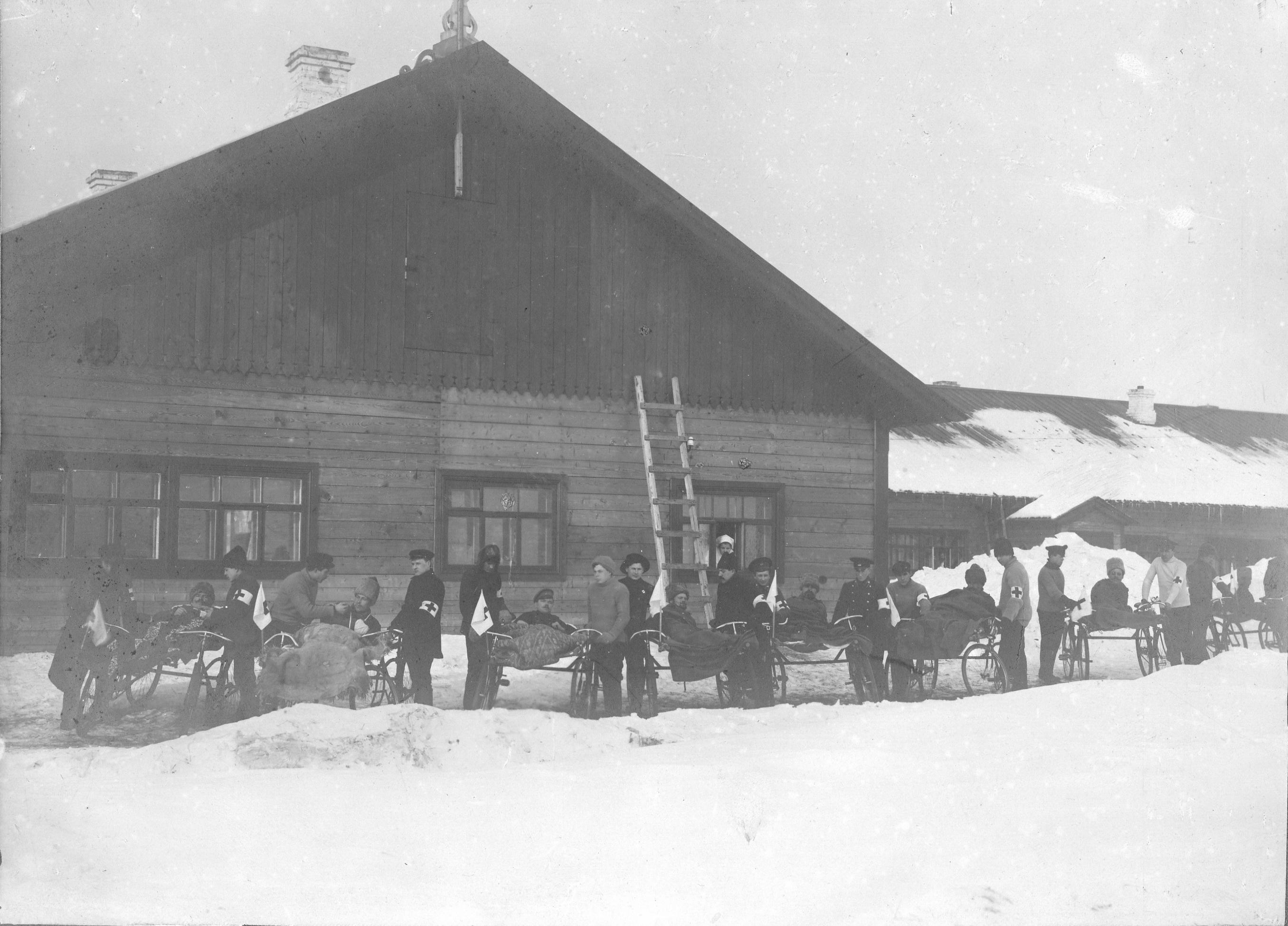 1915. Отряд велосипедистов по перевозке раненых. Самара