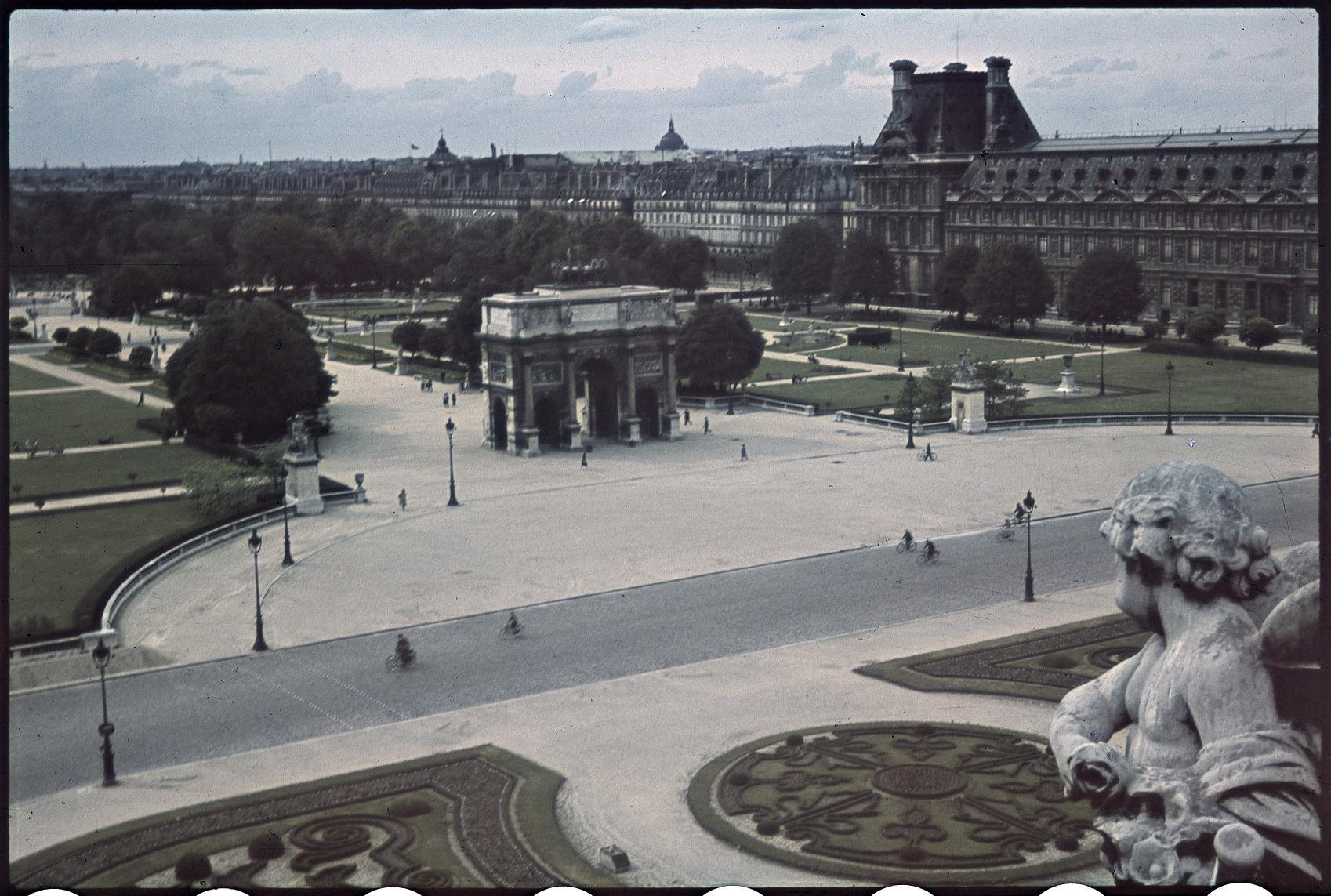 Площадь Карузель и сады весной