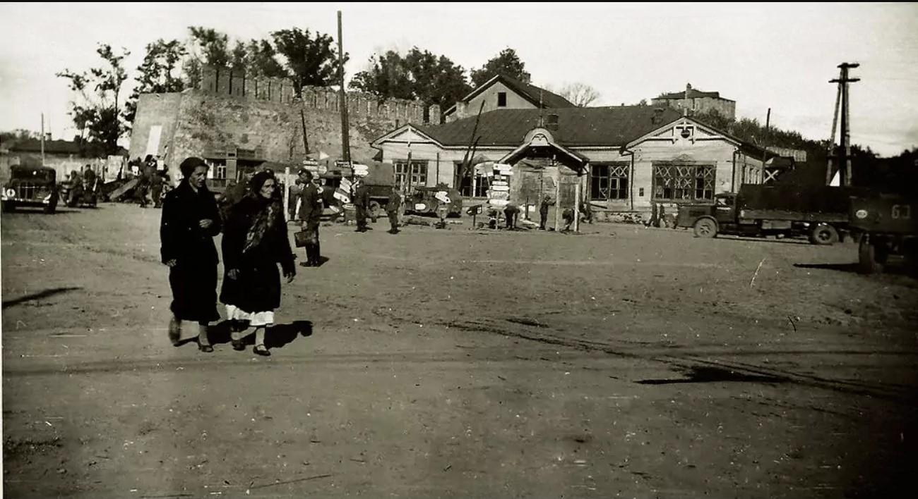 1941. На площади Смирнова