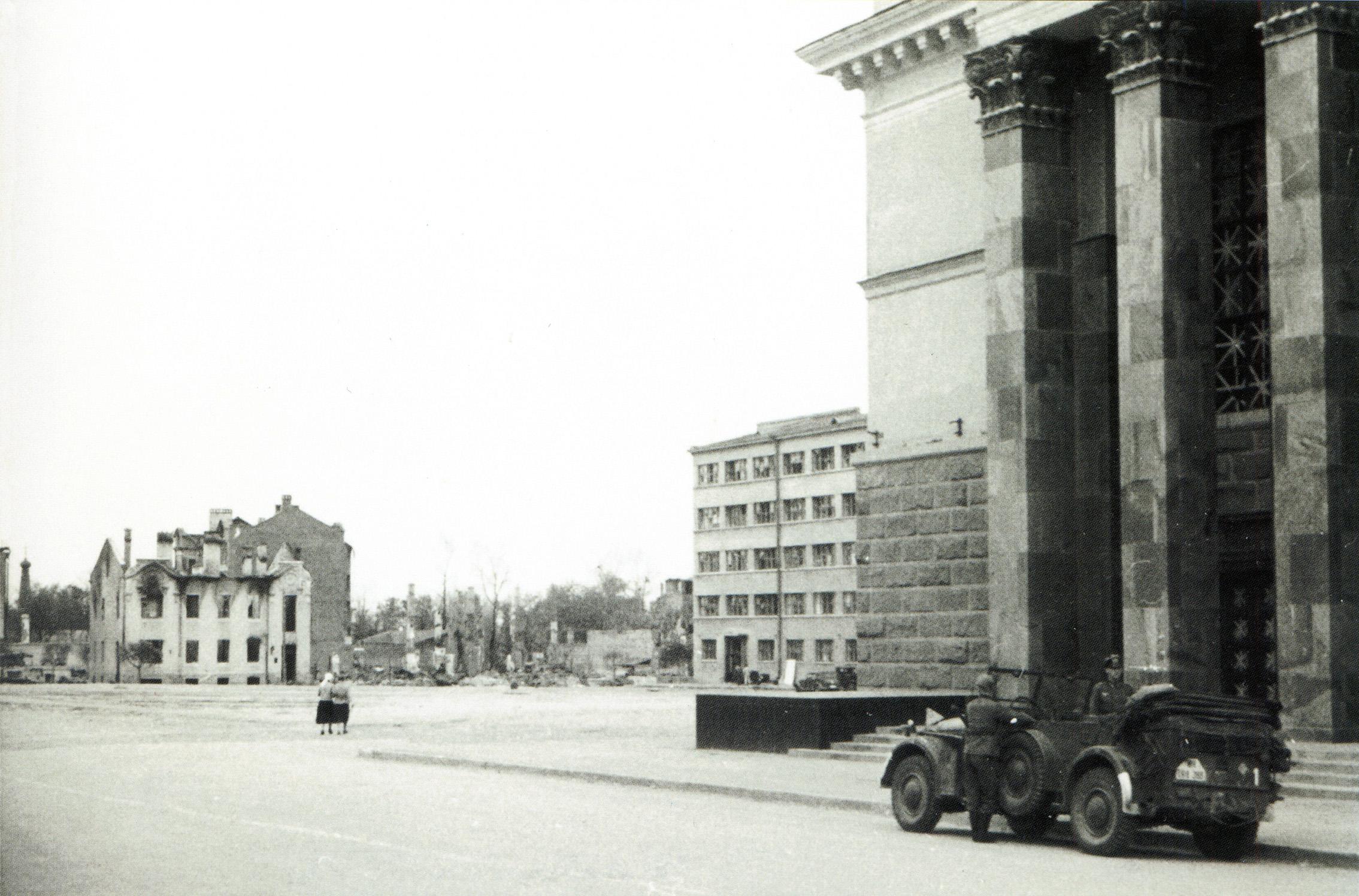 1941. Улица Карла Маркса около Драмтеатра