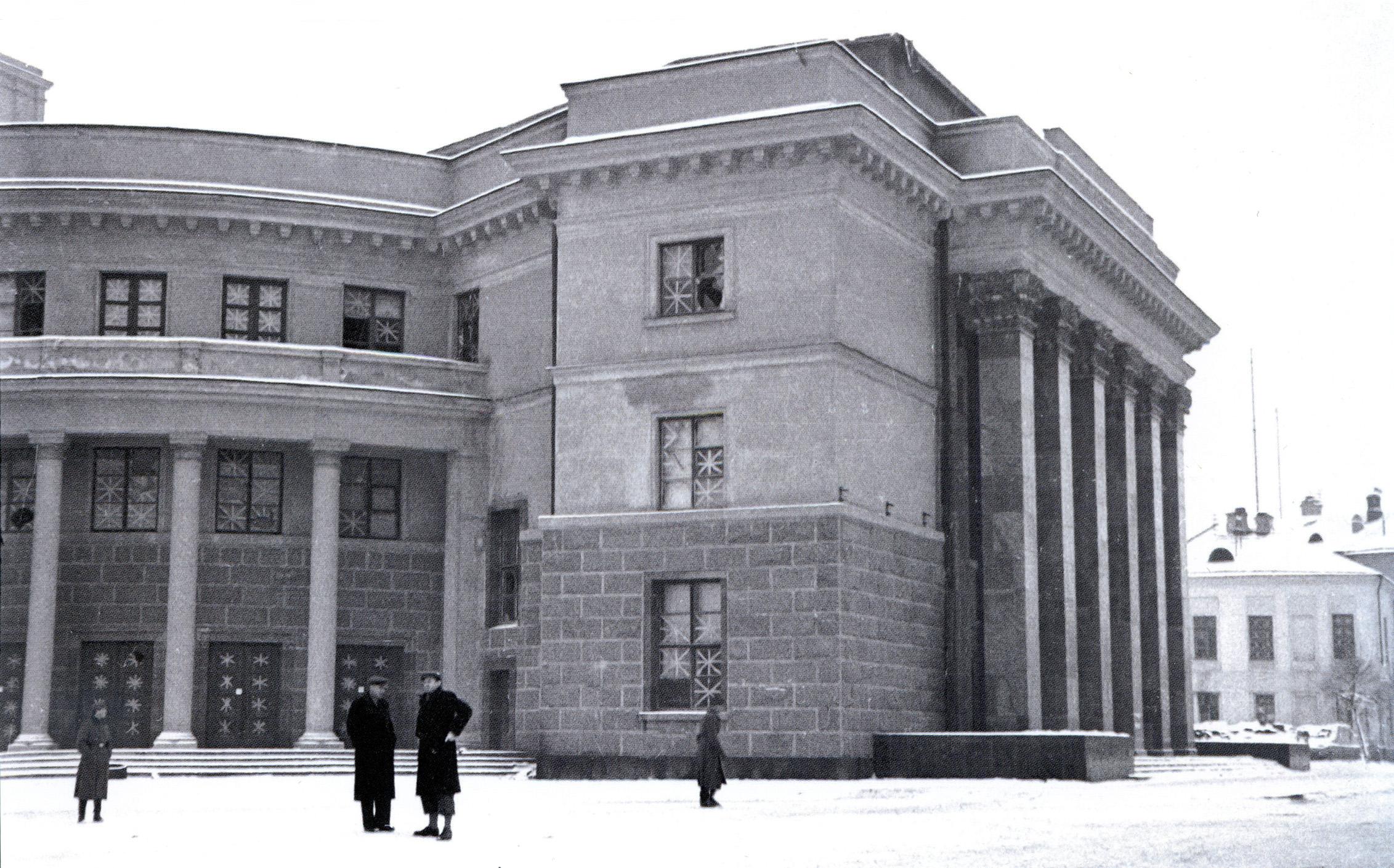 1942. Драматический театр