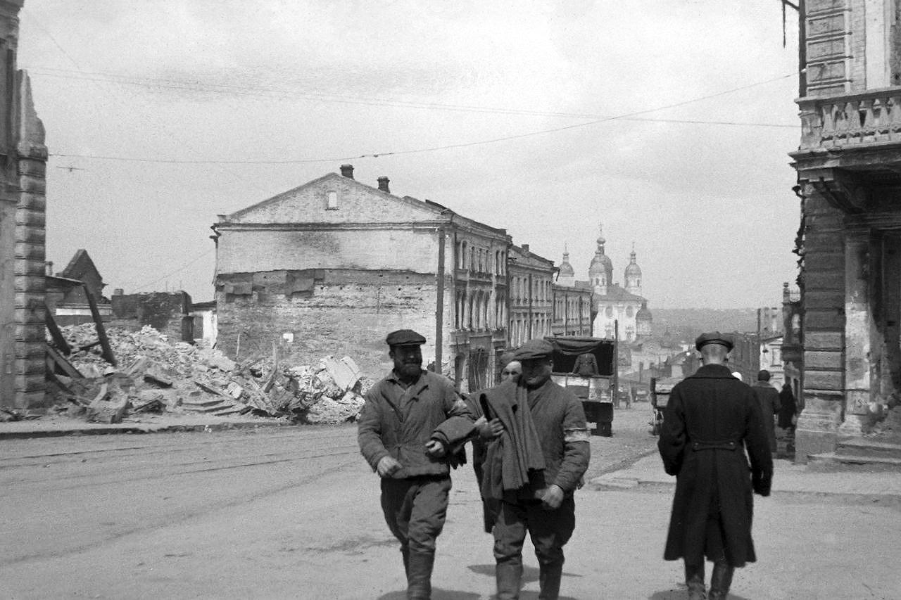 1942. На перекрестке Большой Советской и Ленинской улиц