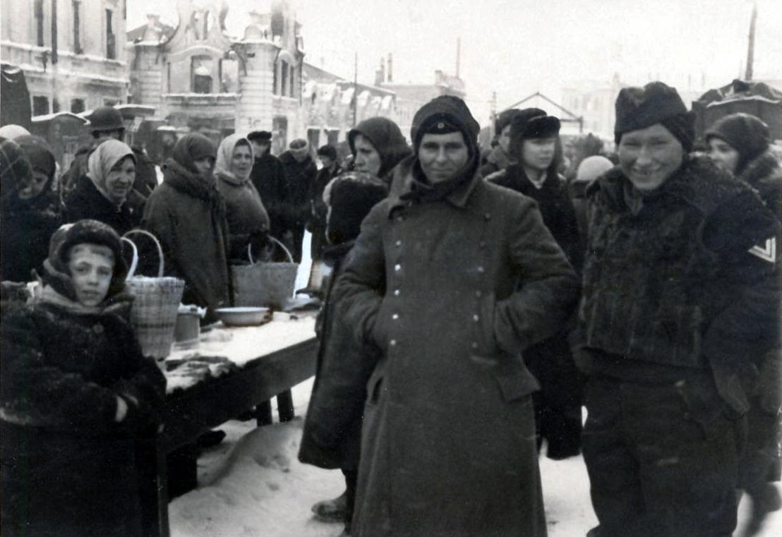 1942. На Сенной площади