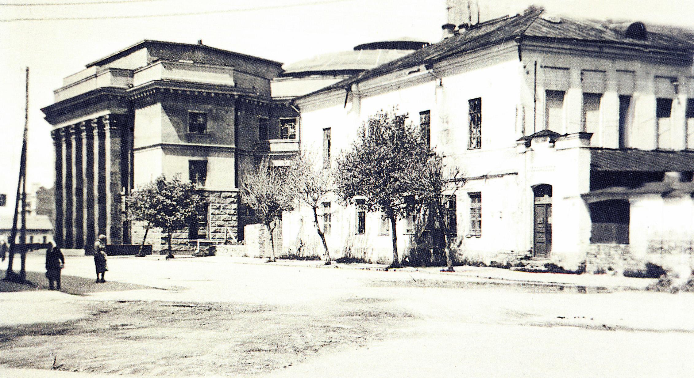 1942. Улица Карла Маркса около Драмтеатра