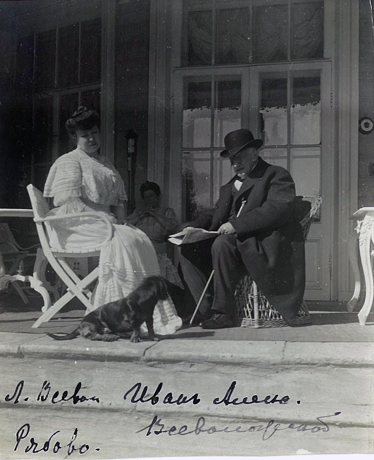 Лидия Всеволожская с дядей своего мужа Иваном Александровичем Всеволожским, который был на том момент директором Императорского Эрмитажа