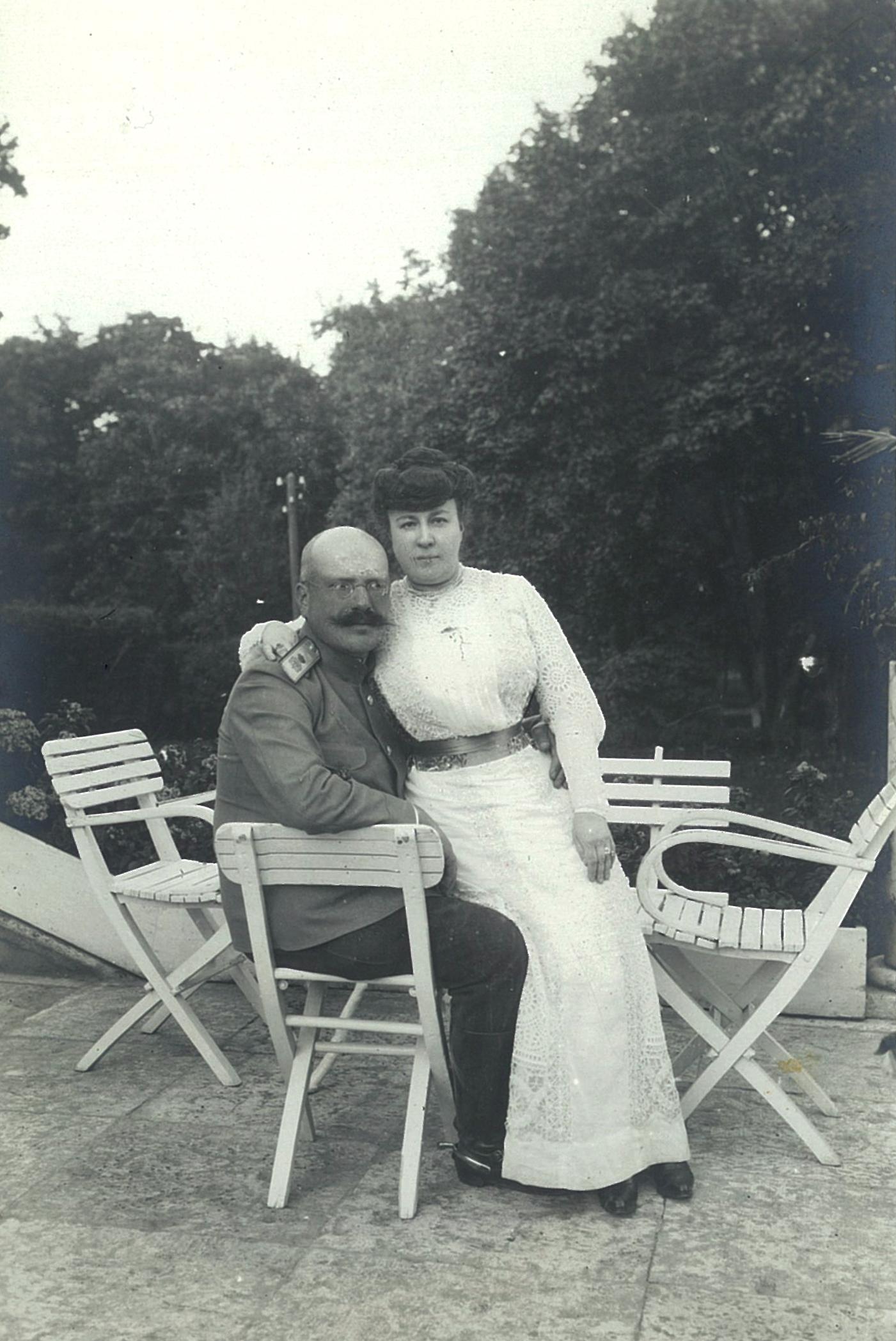 Василий Павлович и Лидия Филипповна Всеволожские на открытой террасе усадебного дома