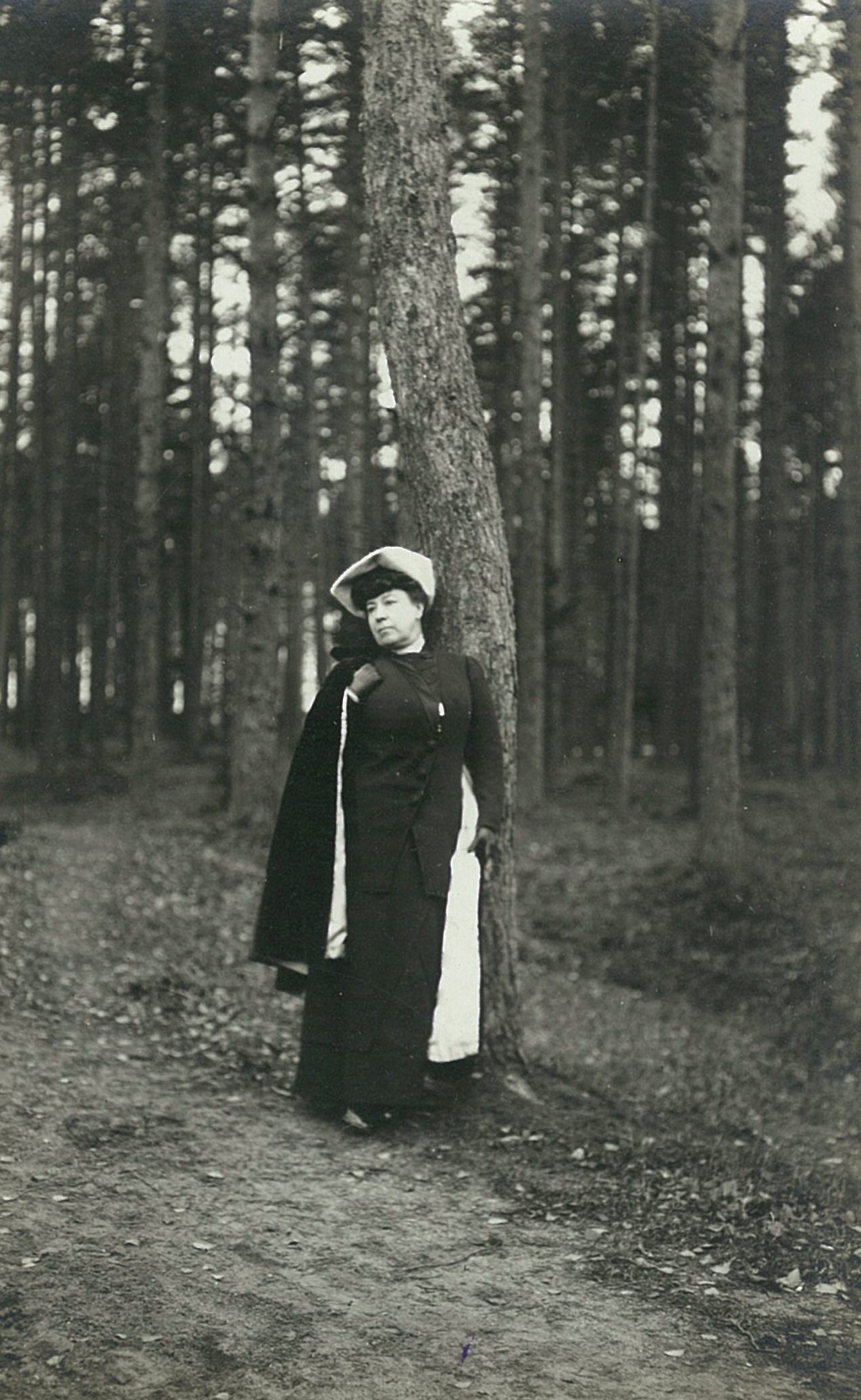 Лидия Филипповна Всеволожская в парке Рябово