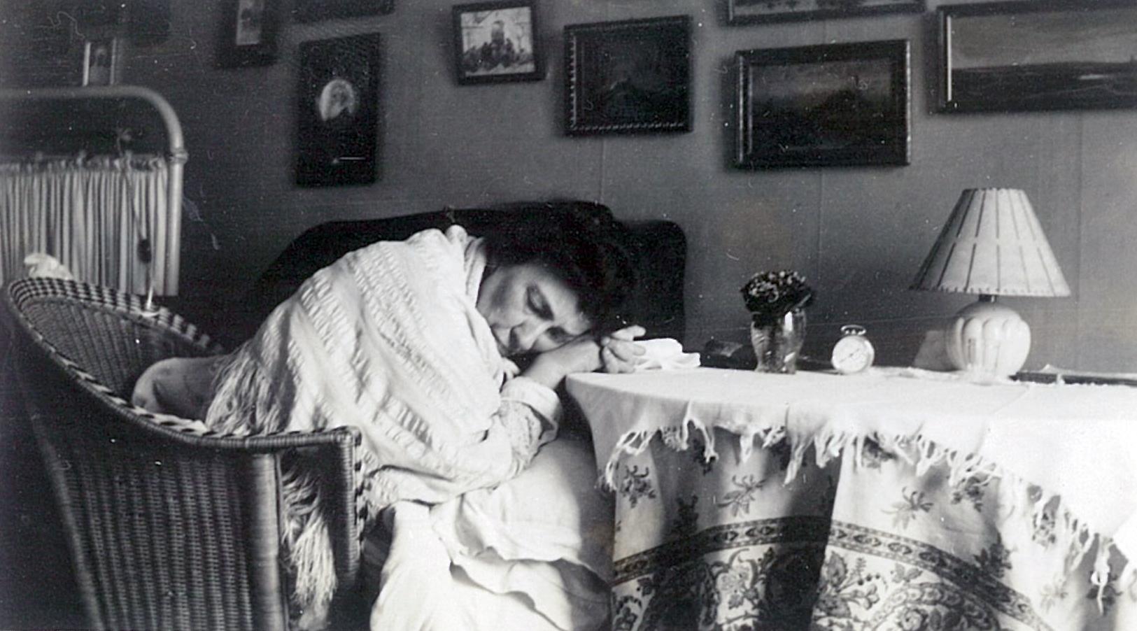 Лидия Филипповна Всеволожская в своей парижской квартире, 26.01.1932.