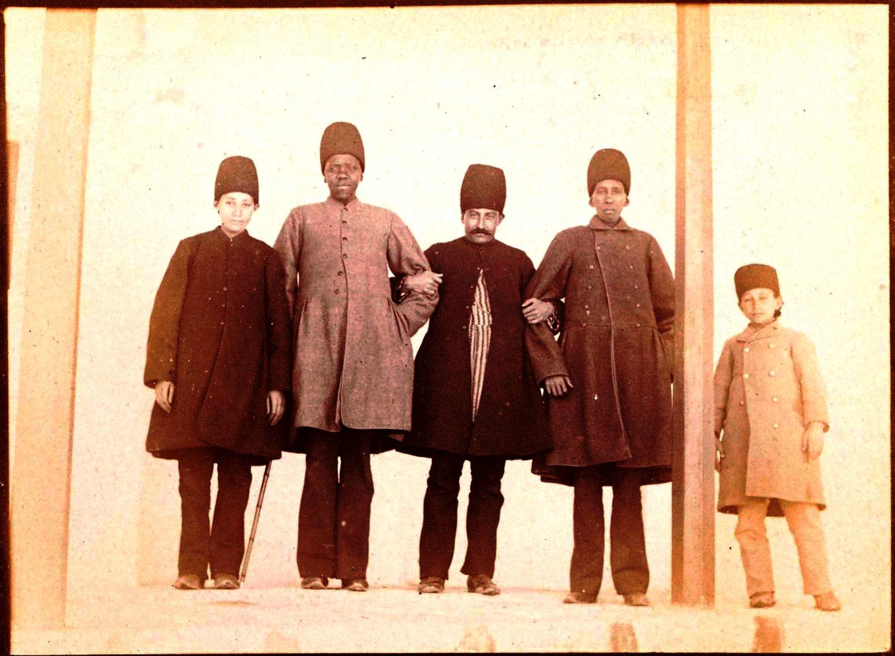 Абдул-Хоссейн Мирза Фарманфарма(30 марта, 1857 — 15 апреля 1939) — визирь Персии при Султан Ахма