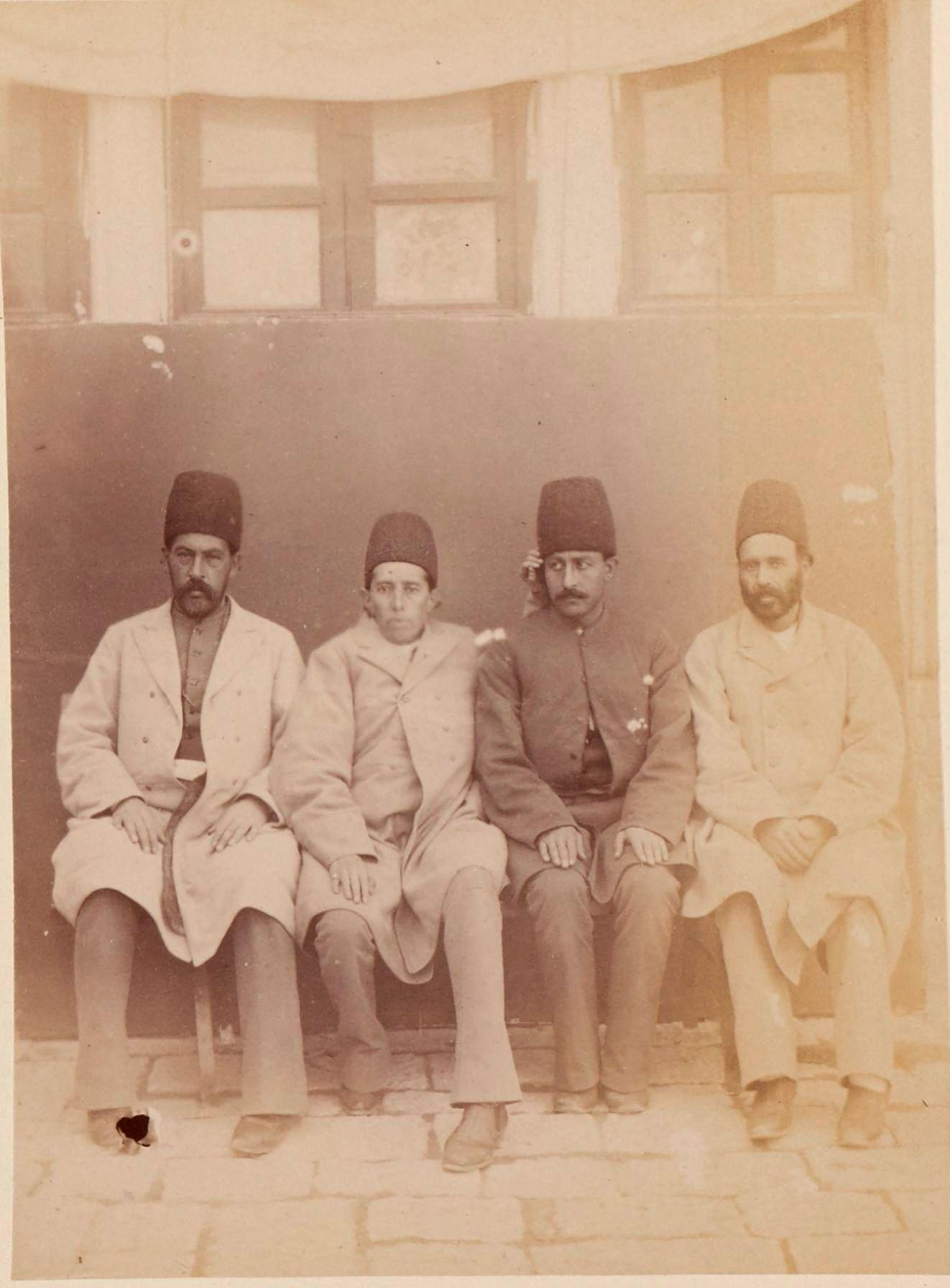 Абдул-Хоссейн Мирза Фарманфарма(30 марта, 1857 — 15 апреля 1939) — визирь Персии при Султан Ахмад-ша