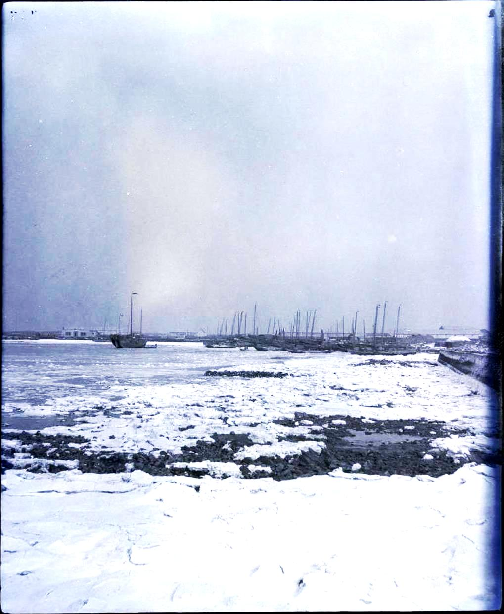 09. Дальний. Замерзшая бухта и лодки