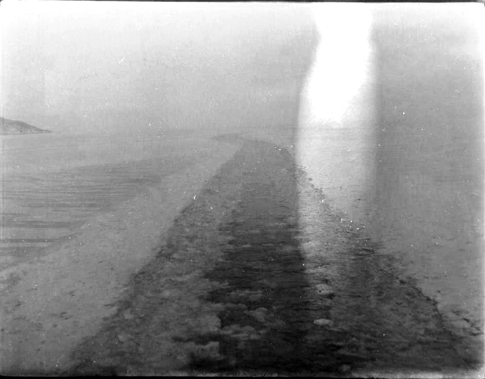 25. Лед на озере Байкал