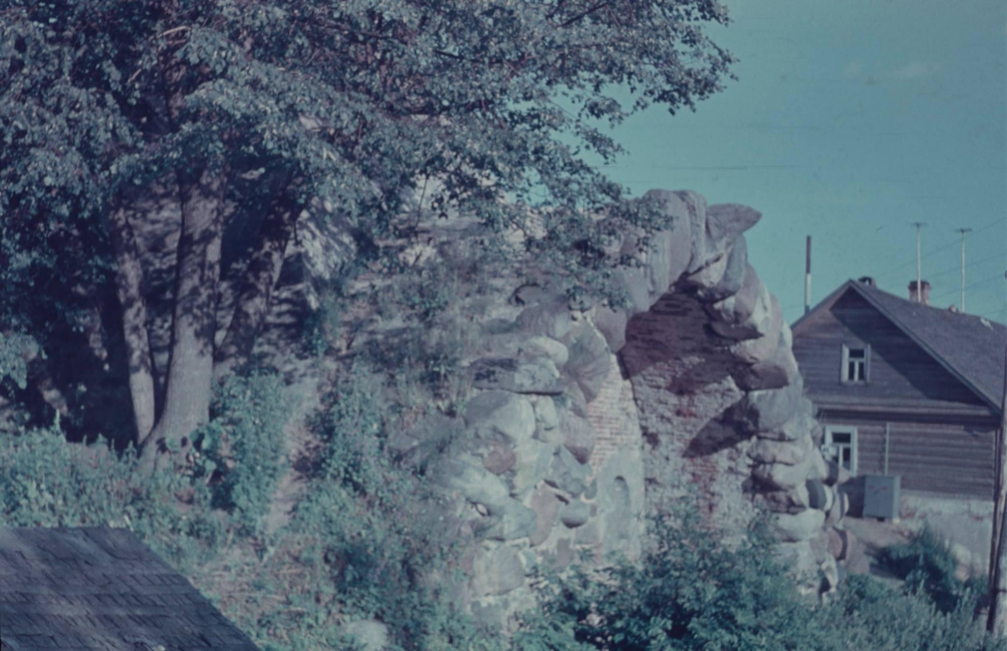 Окрестности Торжка. Митинская пирамида со стороны Тверцы