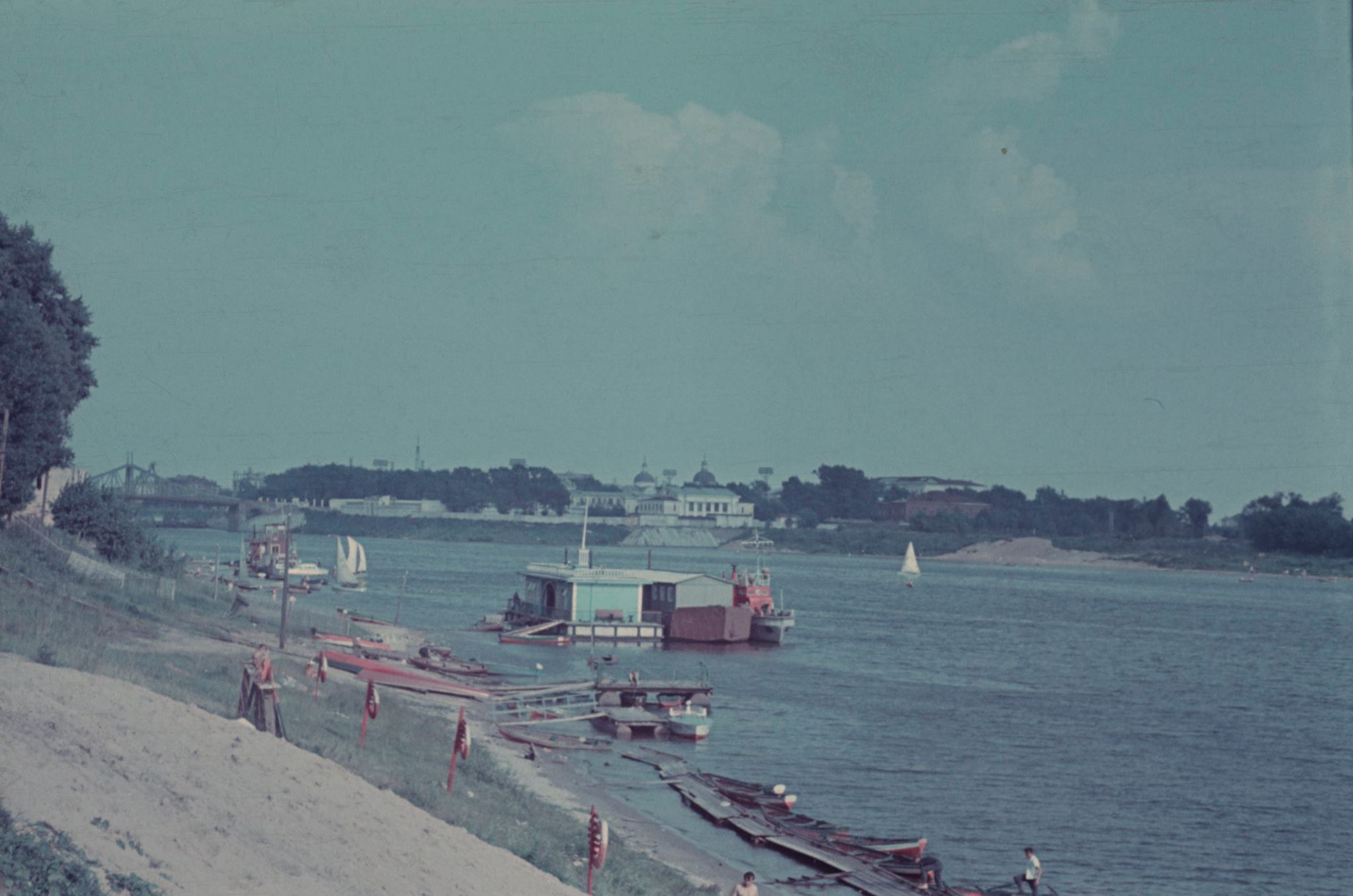 Тверь. Вид на центр города от пляжа в Заволжье