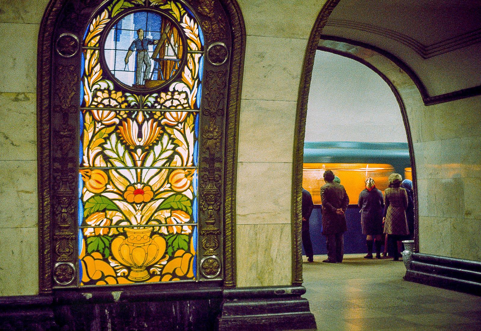 На станции метро _Новослободская