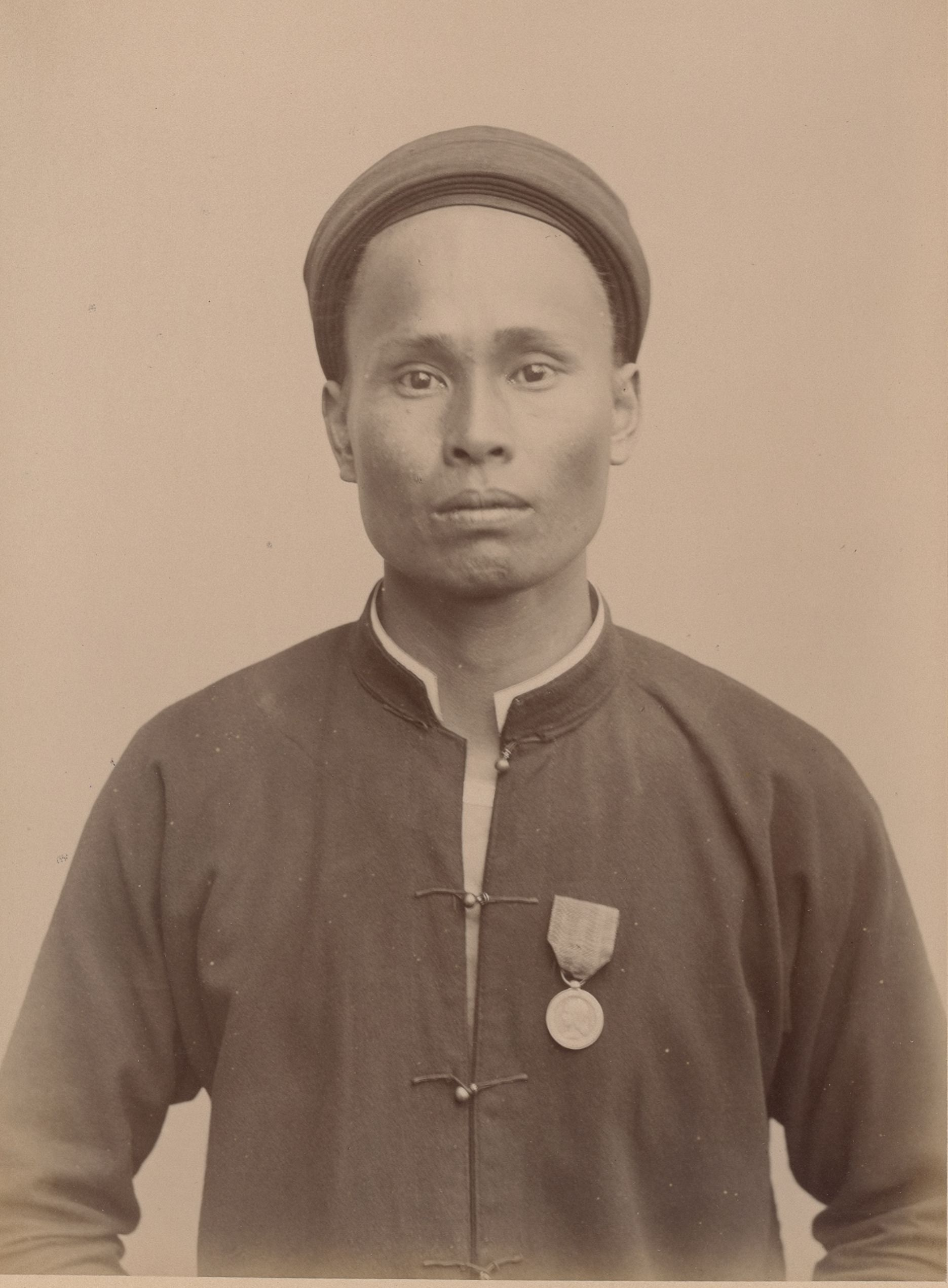 Лоа, 28 лет, родился в Сайгоне (анфас)
