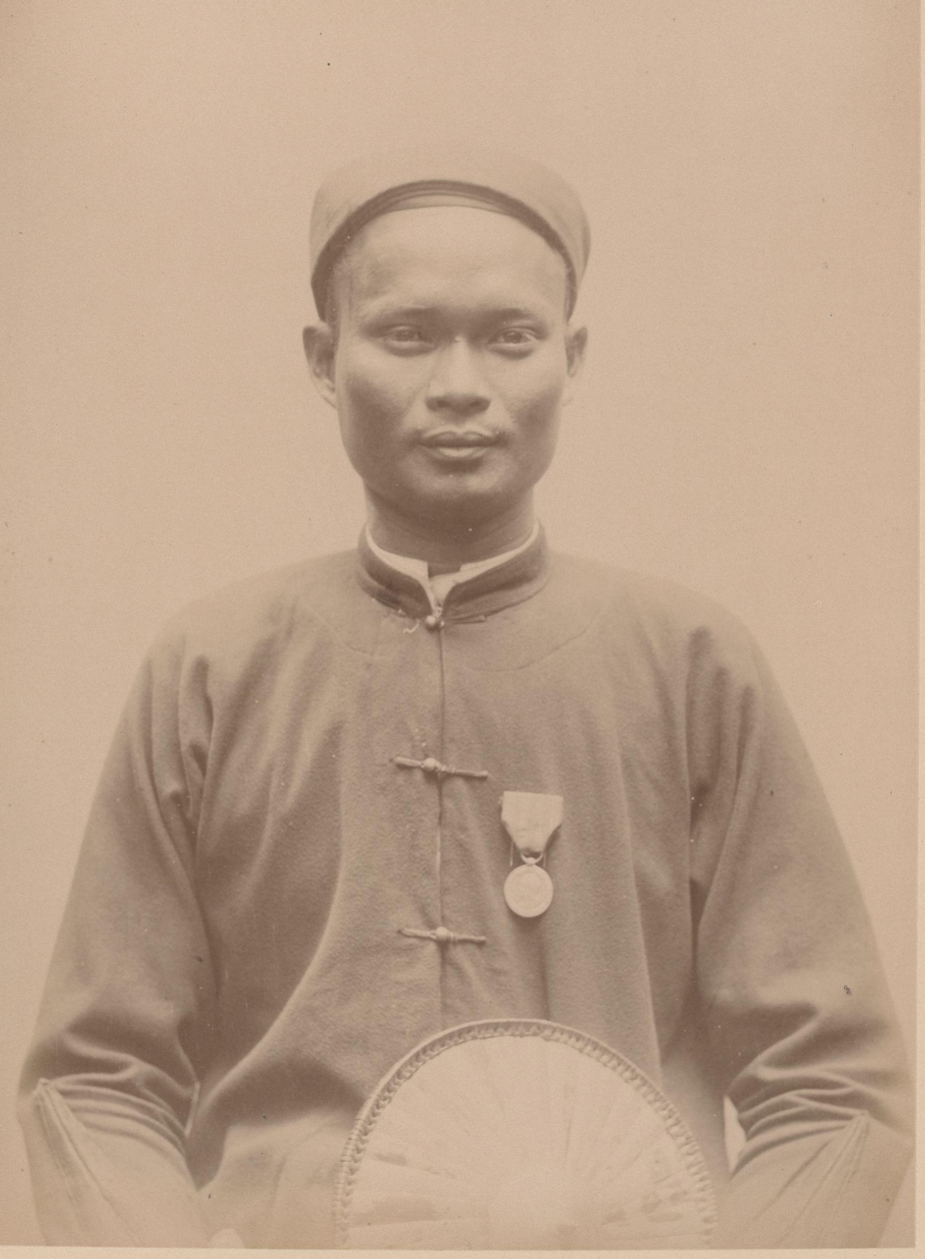 Кьи, 31 год, Сайгон (анфас)