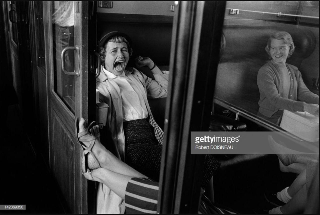 1958. Две женщины в купе поезда