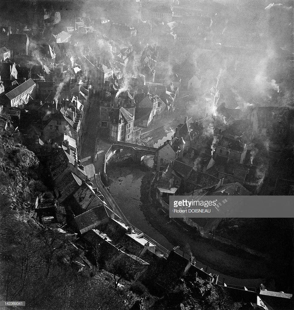 1945. Вид сверху на город Аубуссон зимой