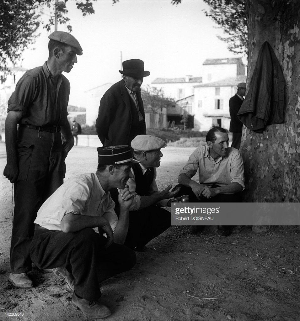 1945. Люди играют в петанк в Винон-сюр-Вердон