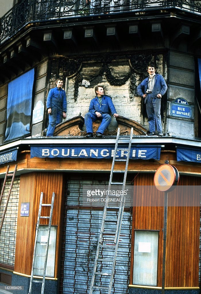 1950-е. Рабочие на крыше пекарни, улица Сент-Оноре