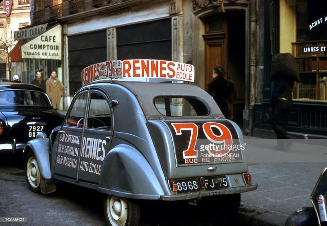 1950-е. Ситроен 2CV, используемый для обучения вождению, Париж