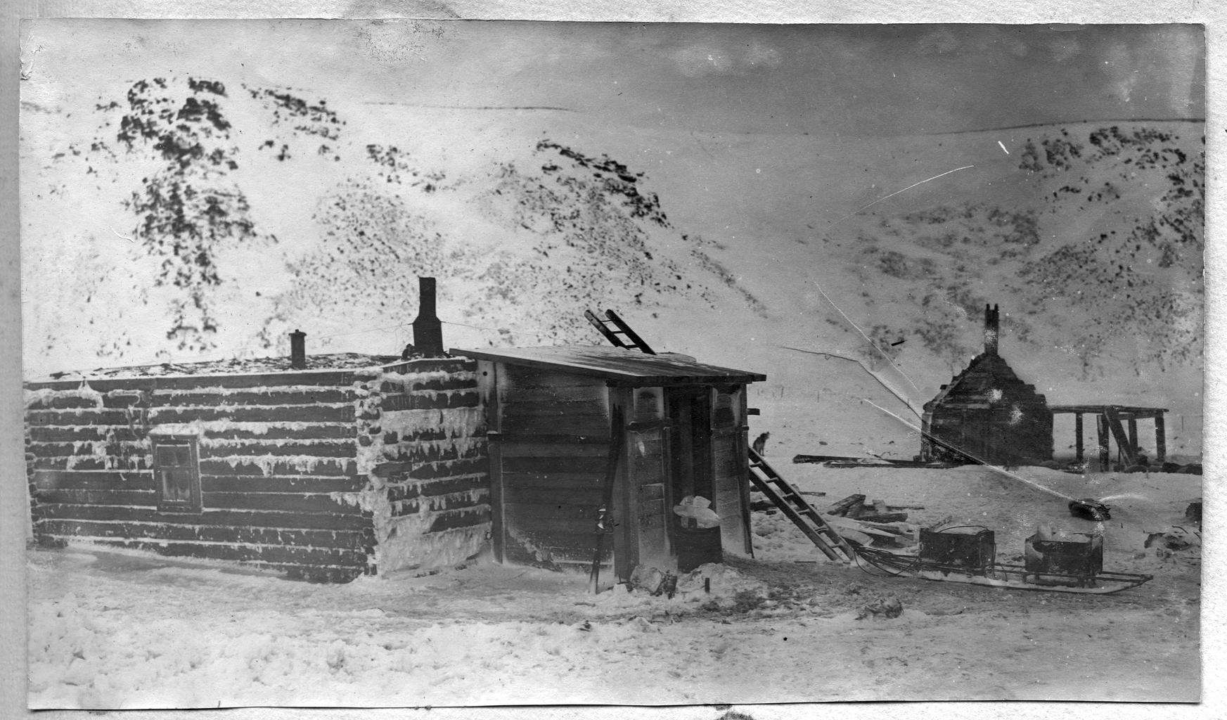Зимовка. Баня и собачья кухня