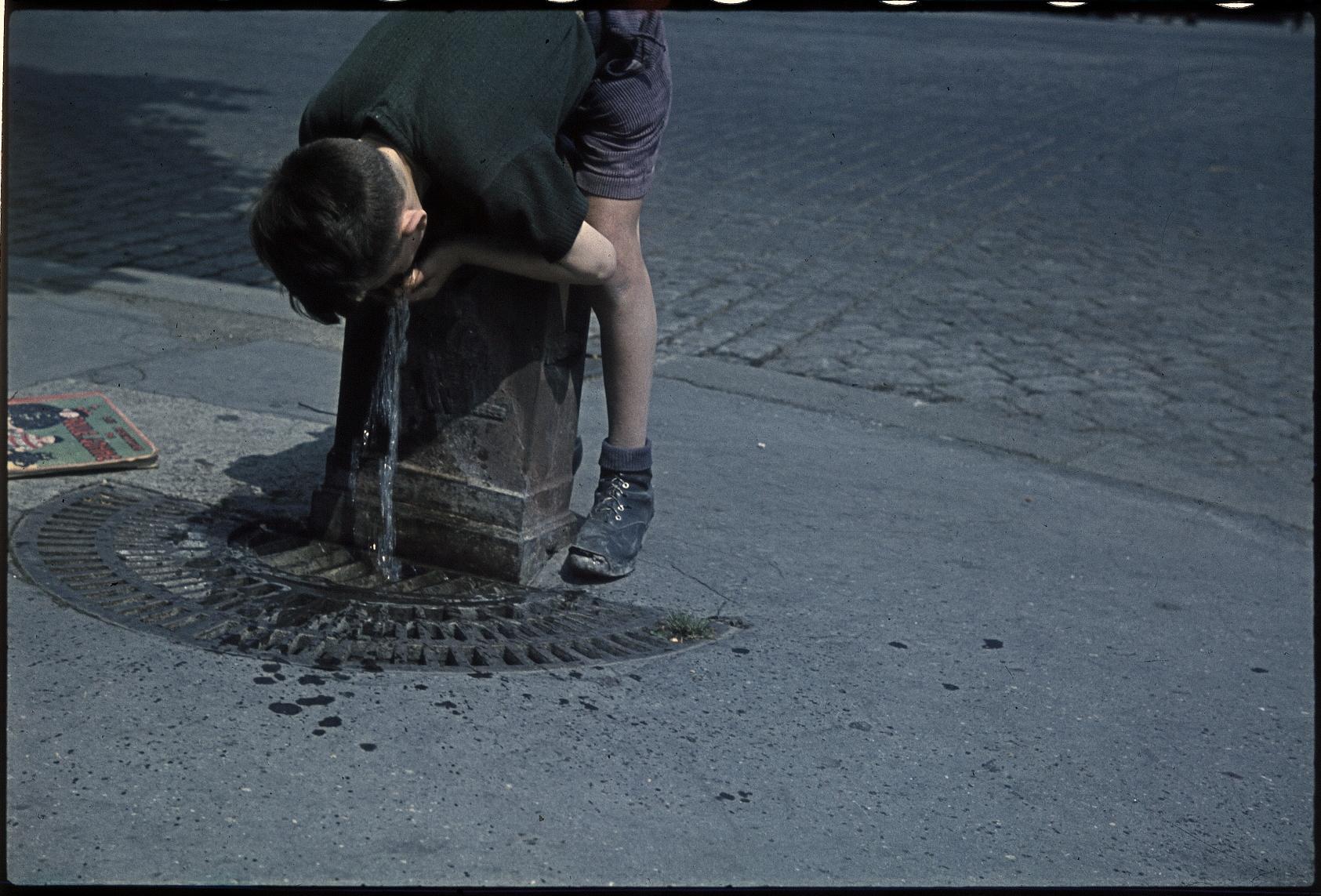 Уличный мальчишка на Монмартре