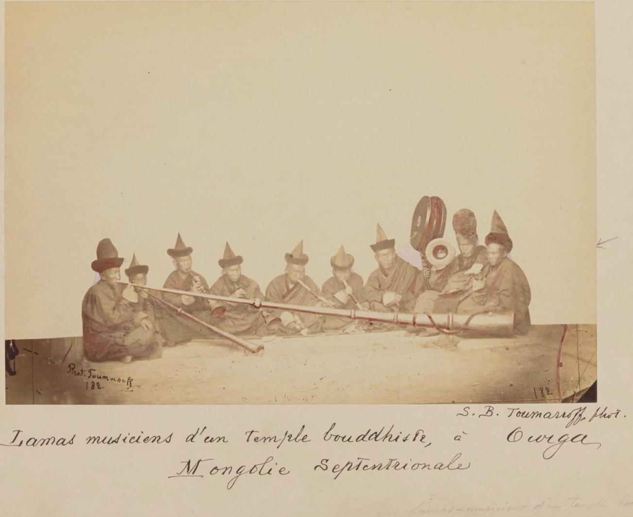 24. Ламы музыканты буддийского храма в Урге
