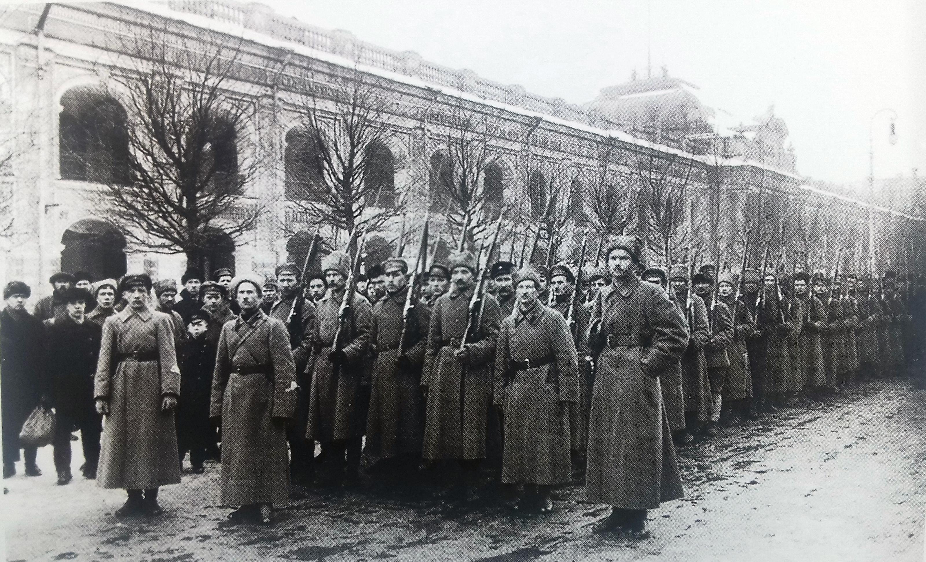 Колонна петроградских чекистов на Невском проспекте