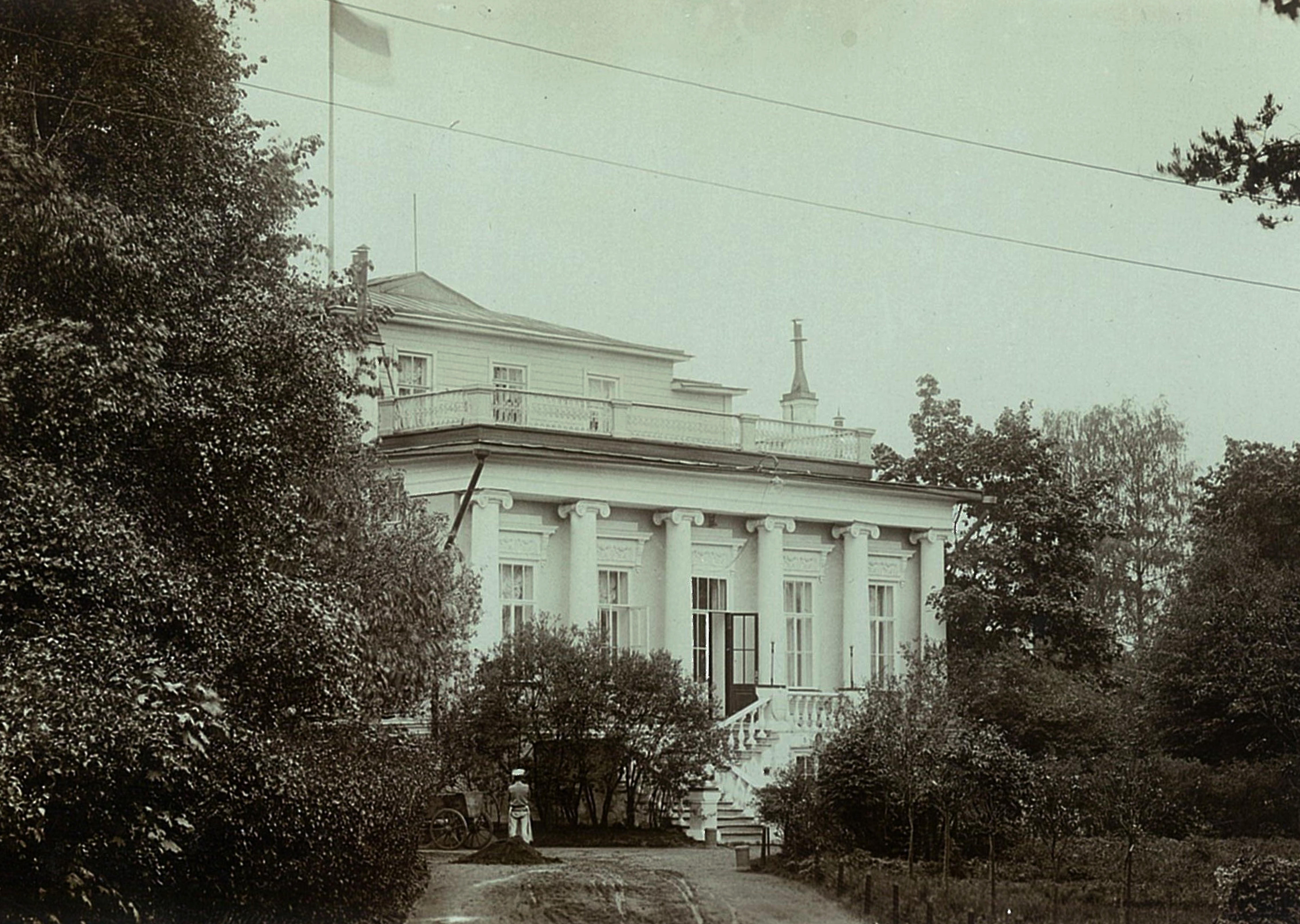 Главный фасад усадебного дома
