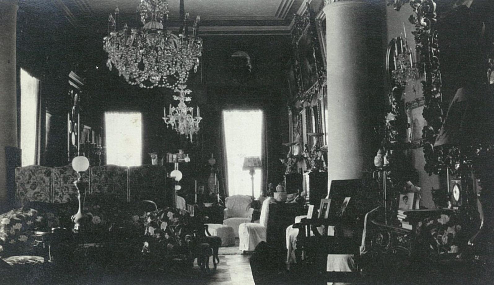 Главный зал в усадебном доме