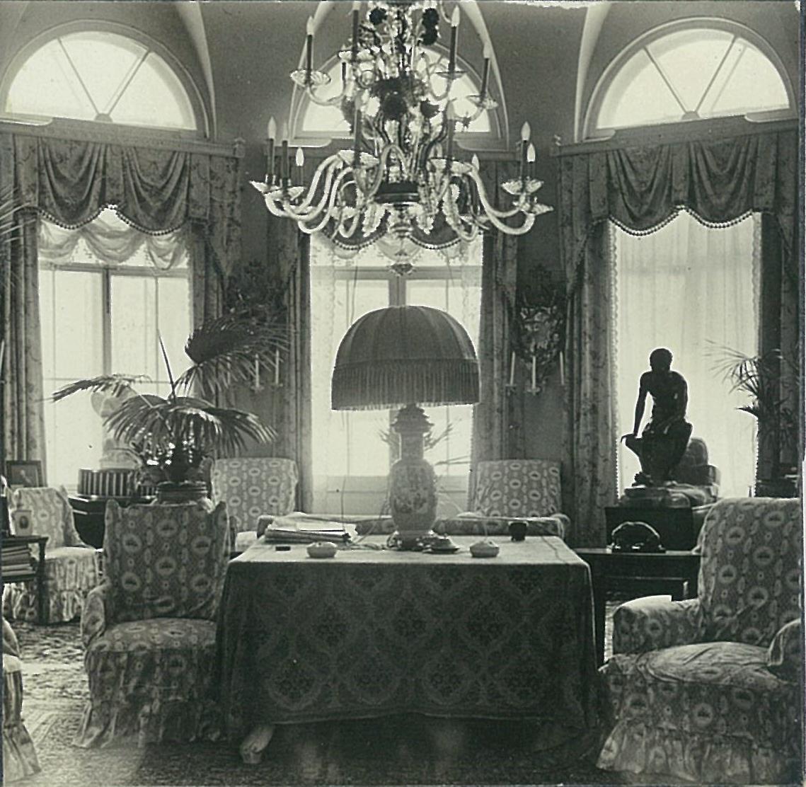 Полукруглая гостиная в усадебном доме