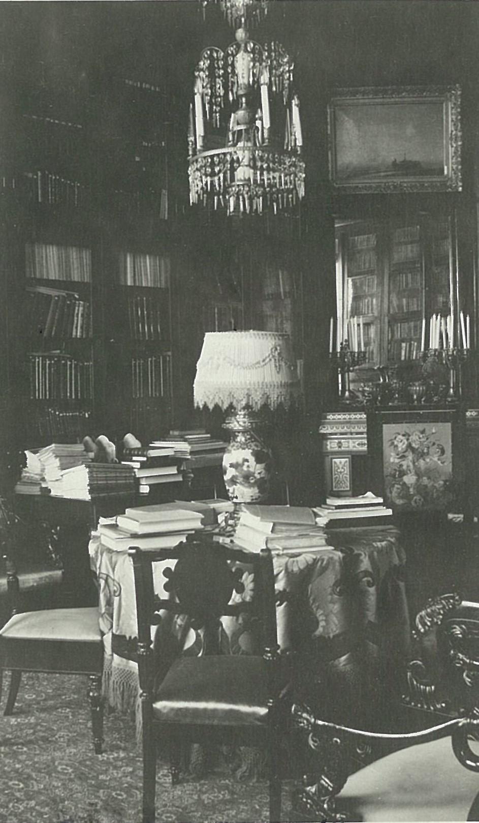 Библиотека в усадебном доме