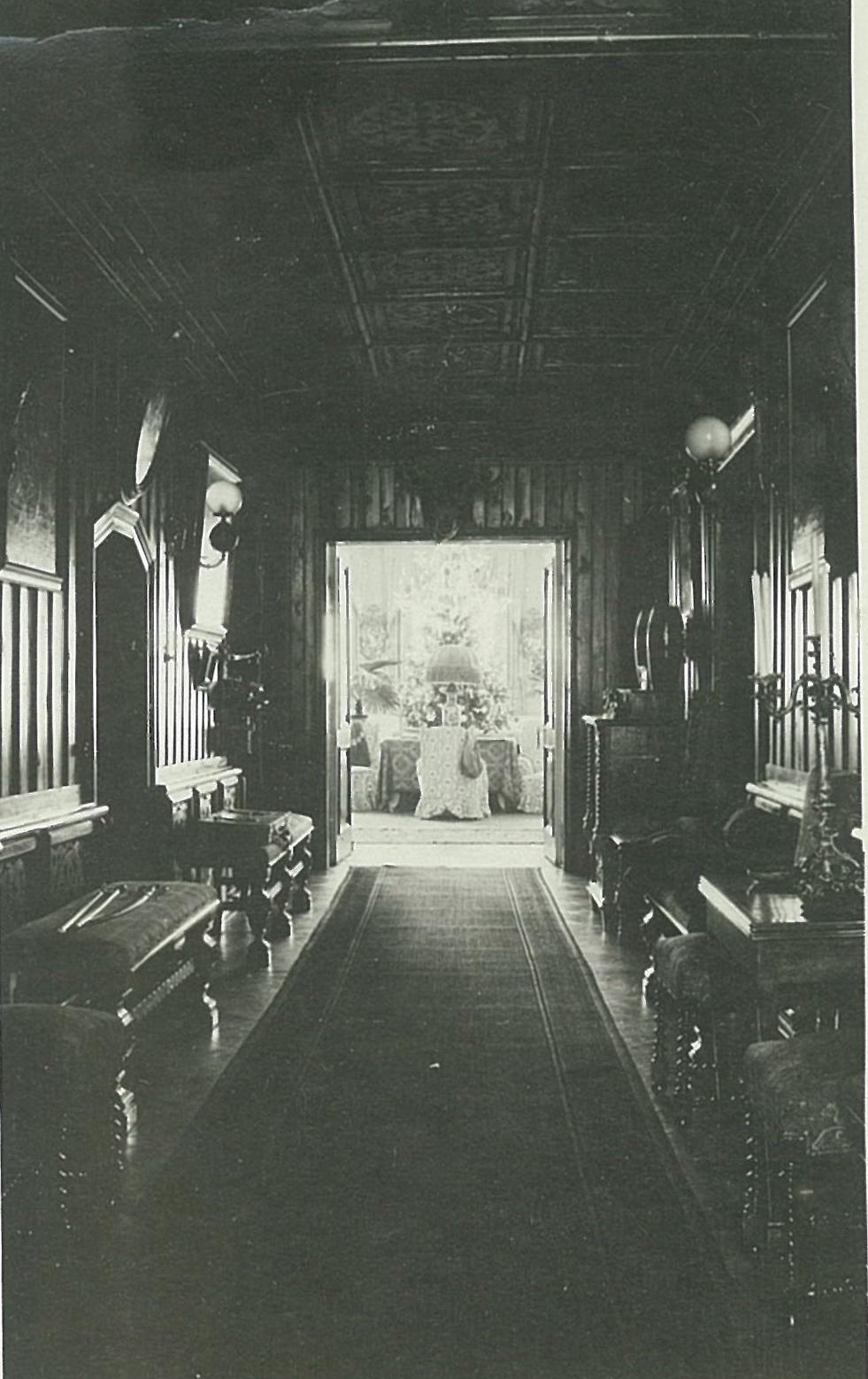 Центральный коридор в усадебном доме