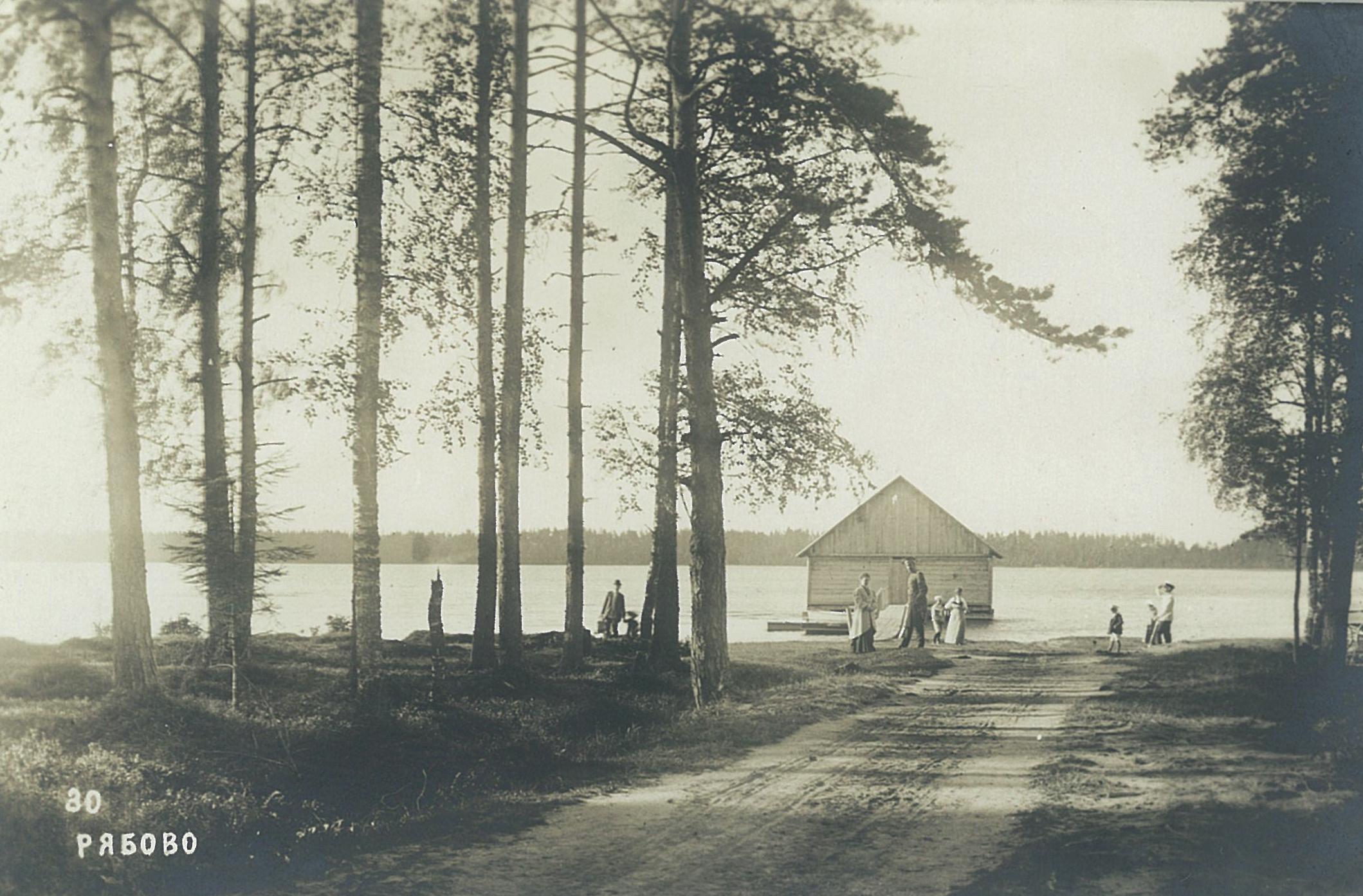 Рябово. Сосновый берег с купальней на оз.Большом
