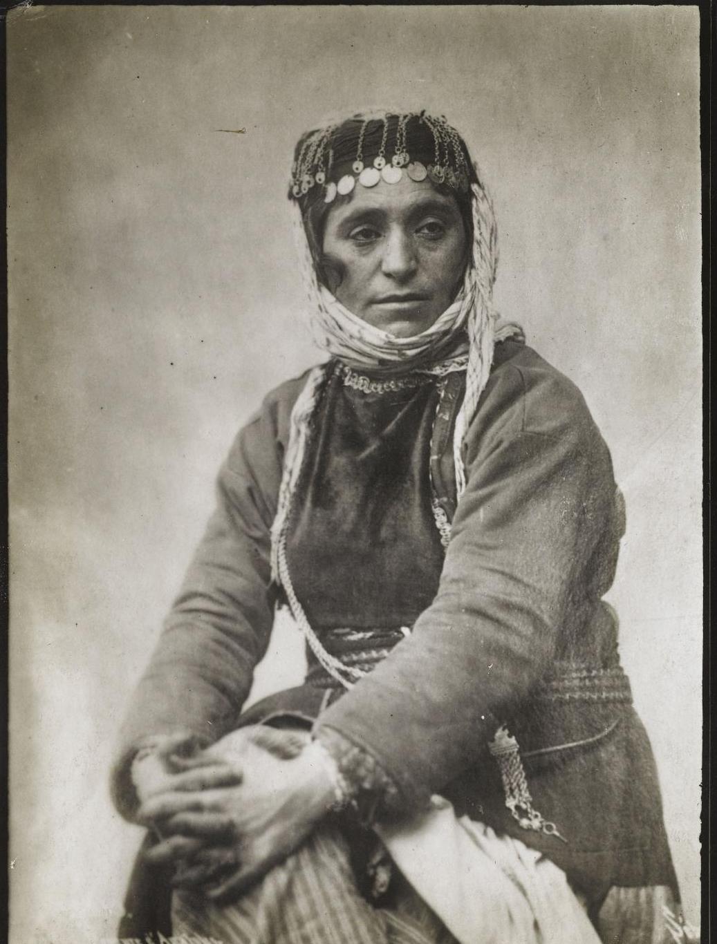 Позирующая турчанка