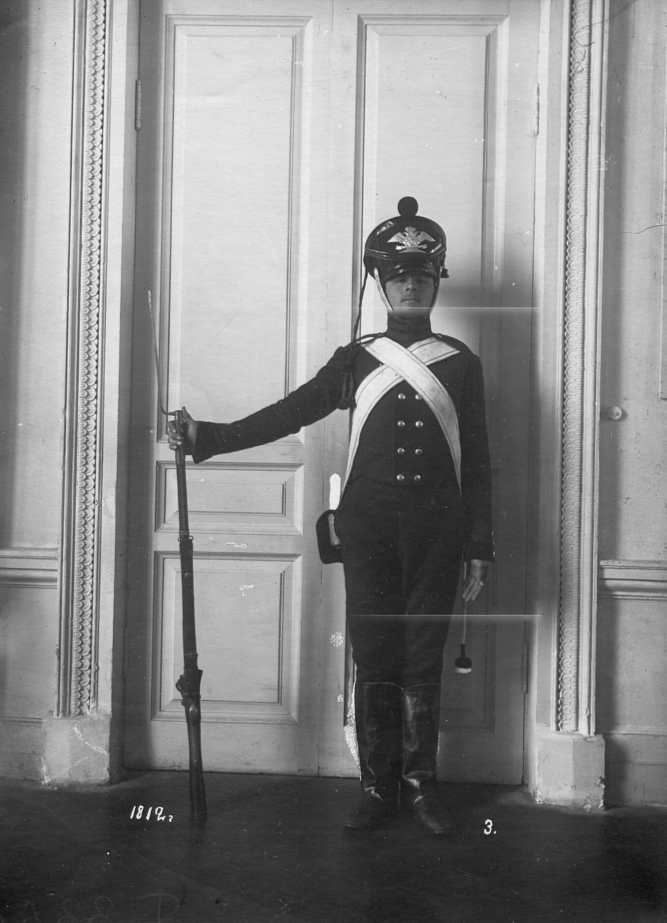 Рядовой сапер батальона в форме образца 1812 года.