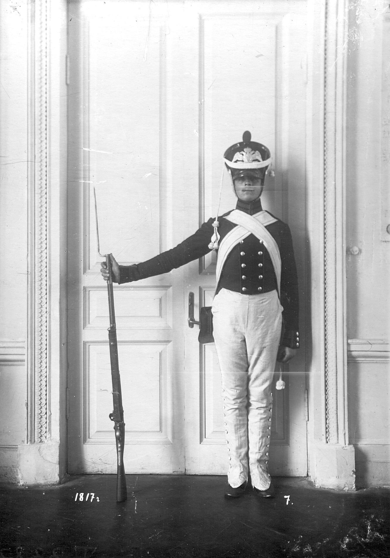 Сапер батальона в форме образца 1817 года.