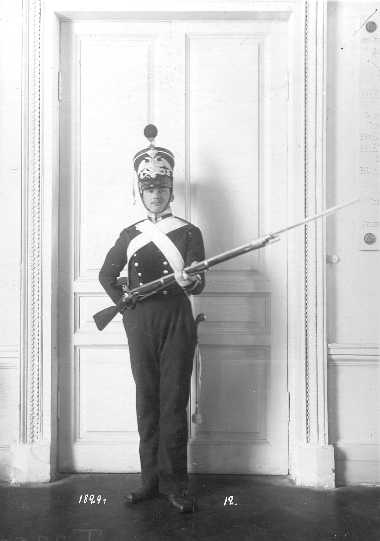 Сапер батальона в форме образца 1829 года.