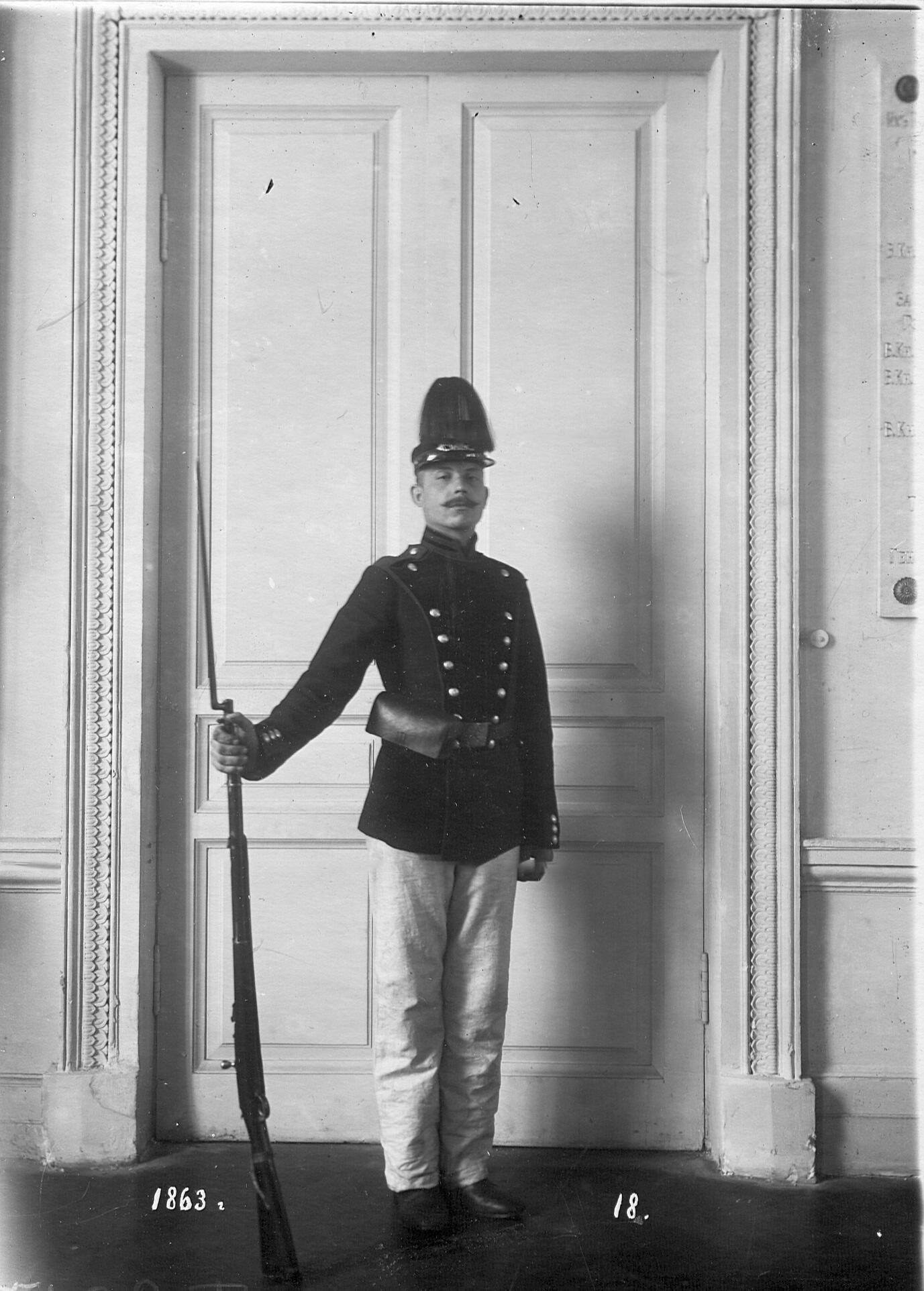 Рядовой сапер батальона в форме образца 1863 года.