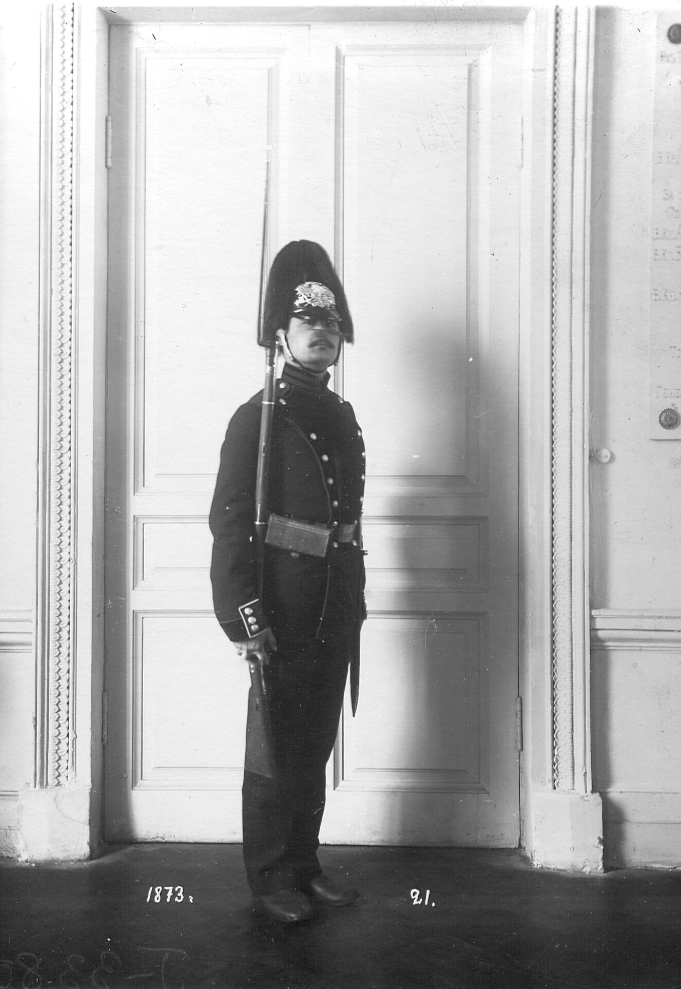 Сапер батальона в форме образца 1873 года.