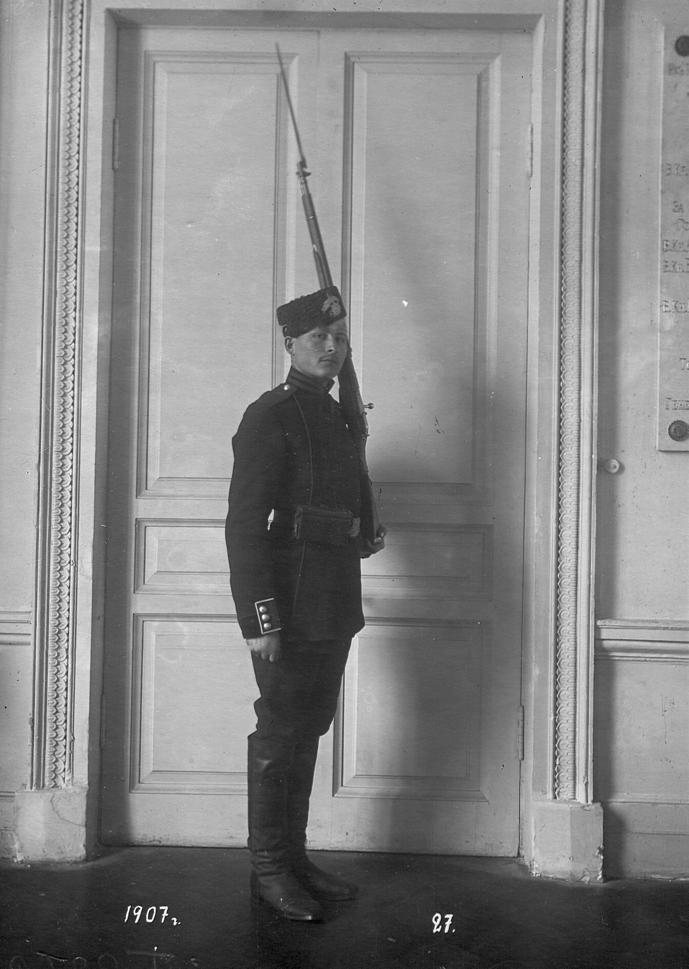 Рядовой сапер батальона в форме образца 1883-1907 года.