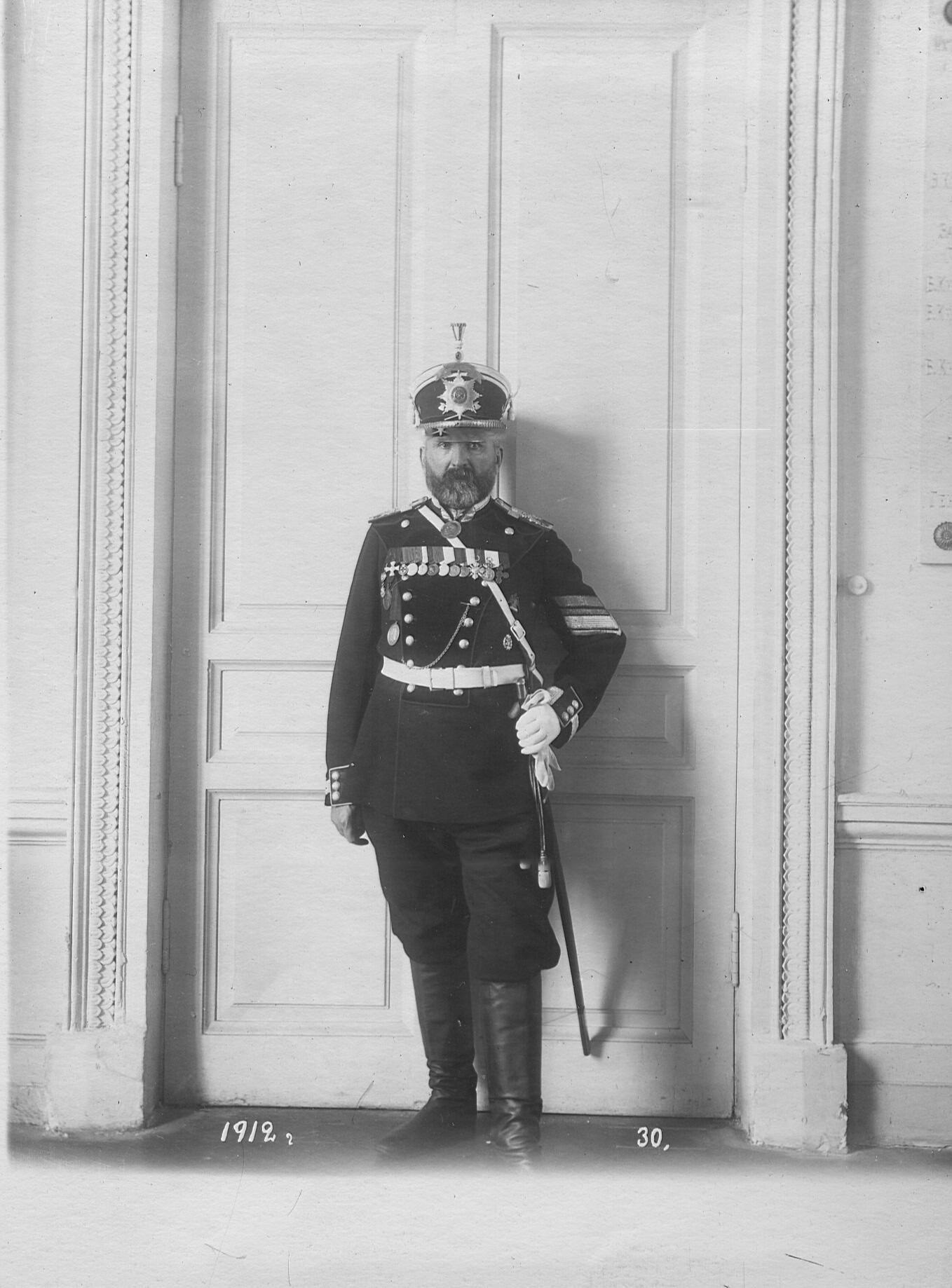 Фельдфебель-подпрапорщик в форме образца 1912 года .