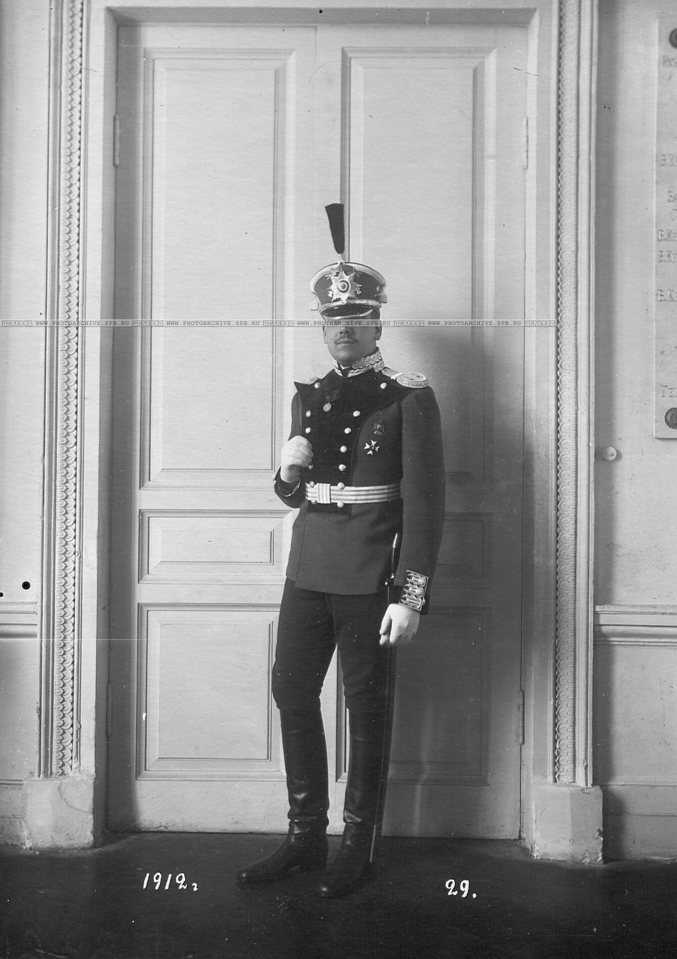 Обер-офицер батальона в форме образца 1912 года.