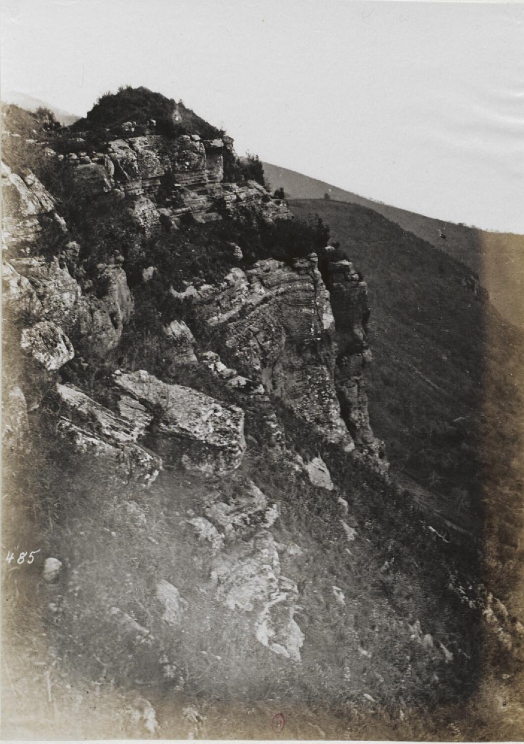 Альба-Лонга.  Отвесная скала