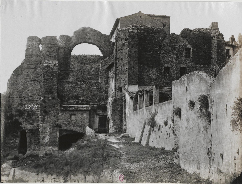 Альба-Лонга.  Руины виллы Домициана
