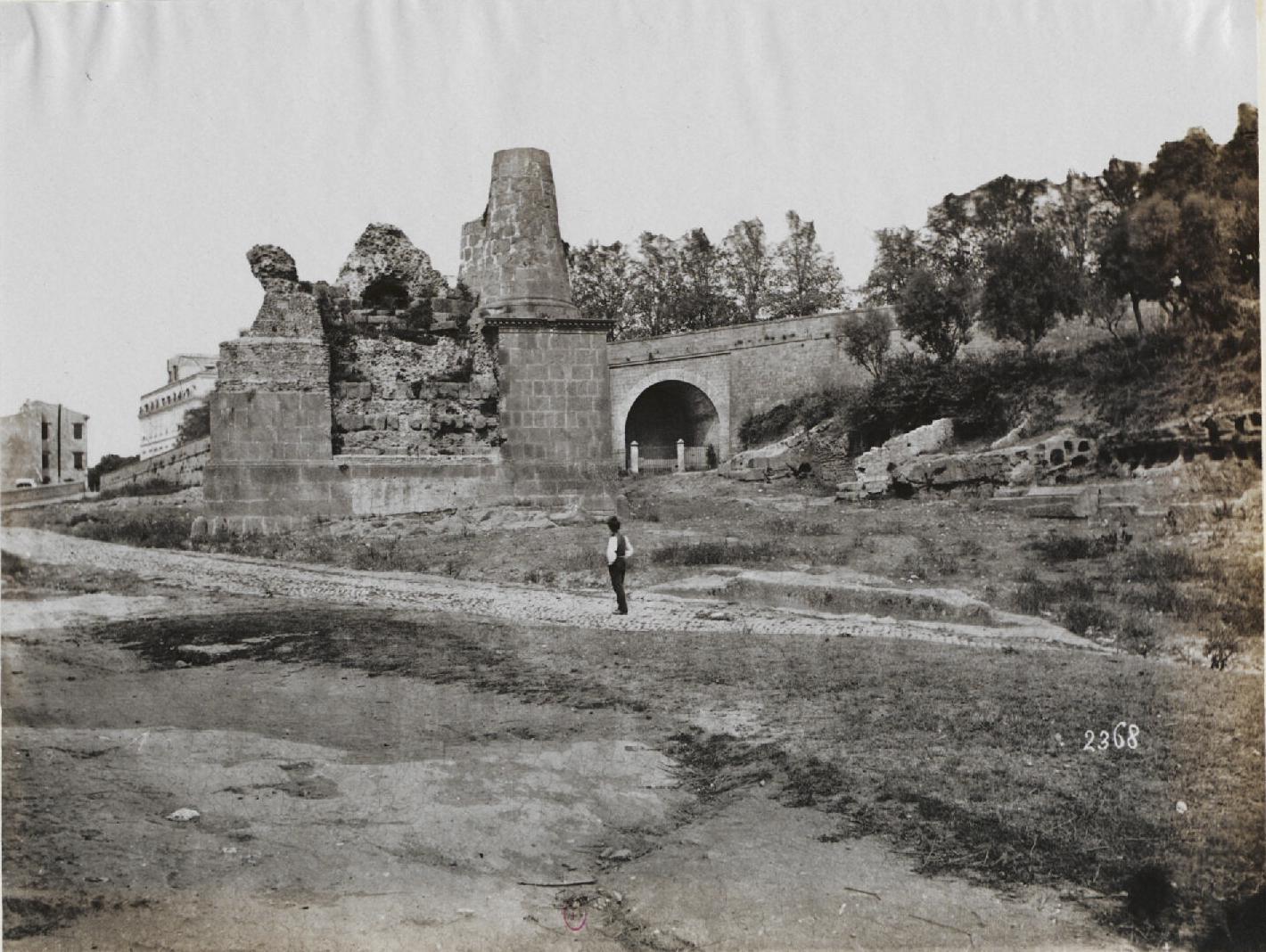 Альба-Лонга. Гробница в окрестностях на Аппиевой дороге  в подражание этрусскам