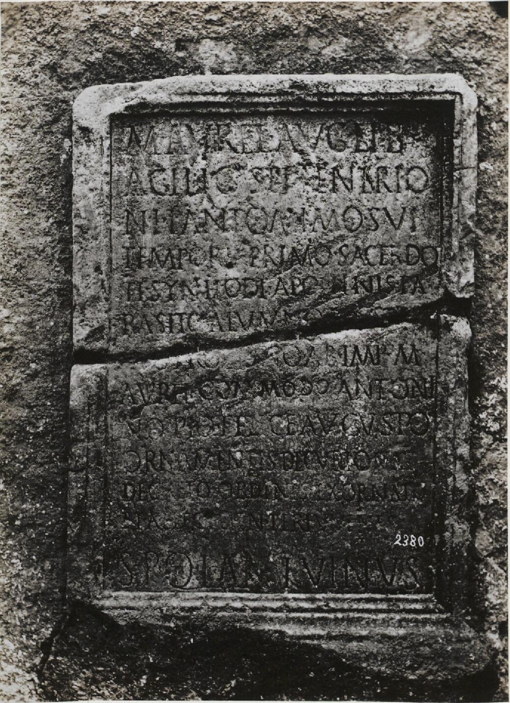 Ланувий. Надпись посвященная сенату и людям Ланувия. 180 г.н.э